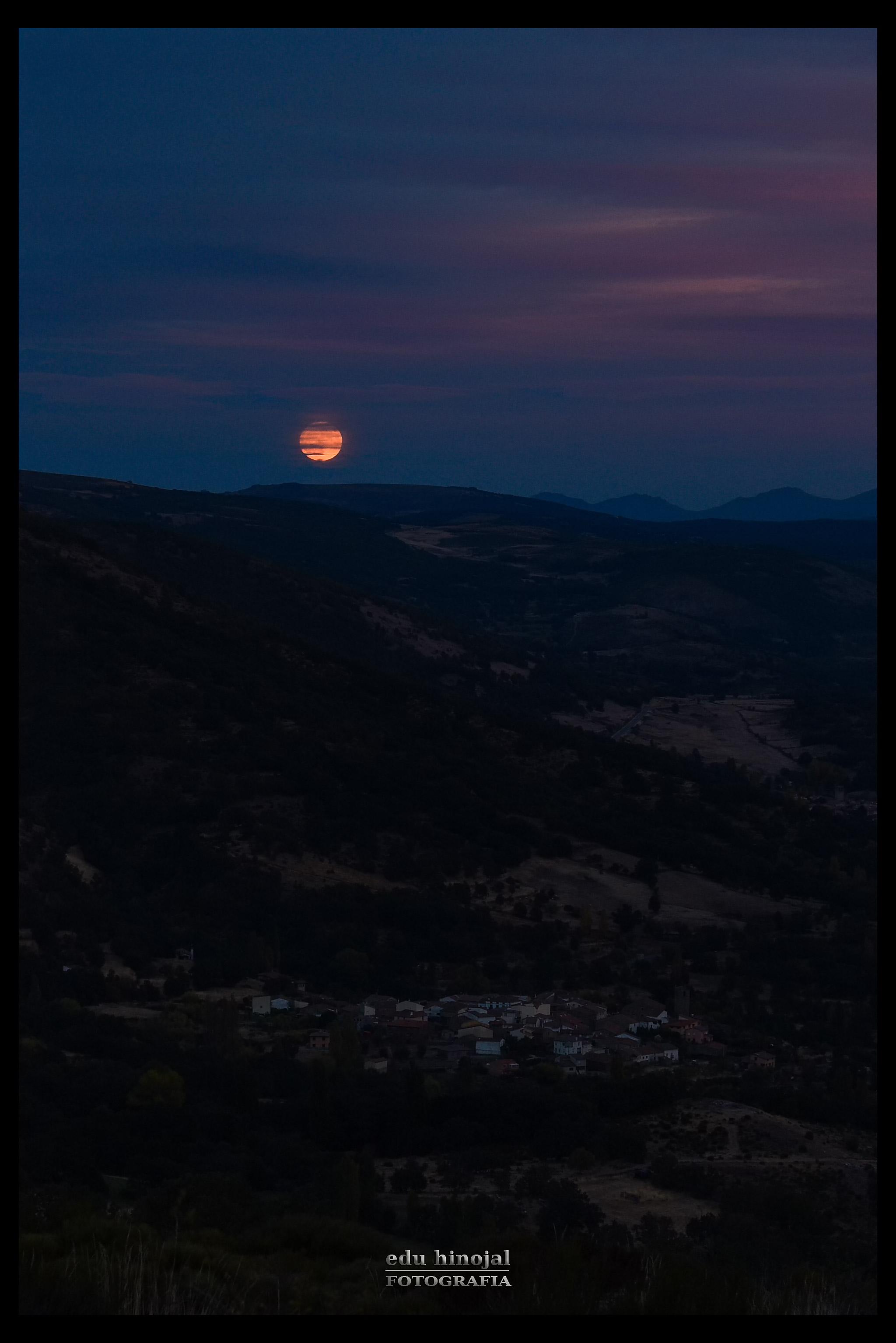 Luna llena sobre Navasequilla